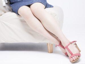 足の臭いが気になる女性