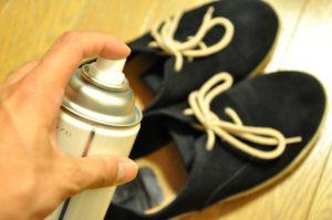 靴にスプレーする