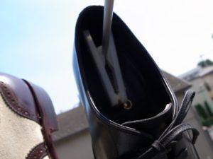 靴を天日干しにする様子