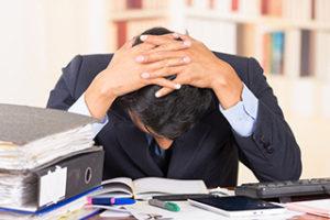 ストレスを溜め込む男性