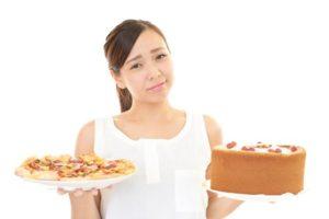 食事量を減少させる女性